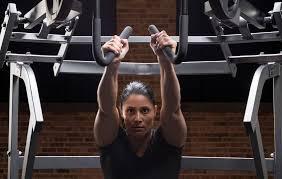 Con el yoga, el deporte toma un asiento trasero